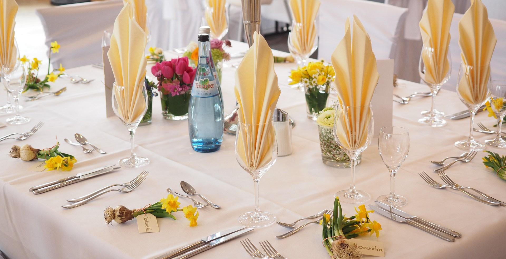 wedding-table-1174135_1920-e1457097649236